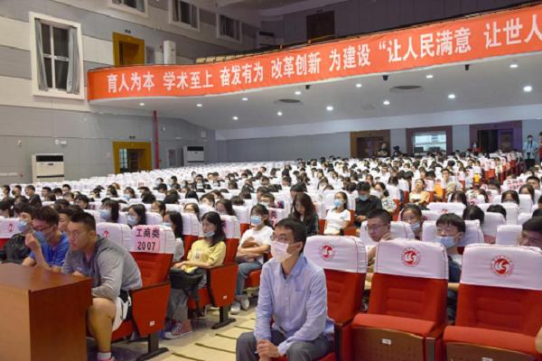 【筑梦启航】管理学院举办2020级新生入学教育讲座