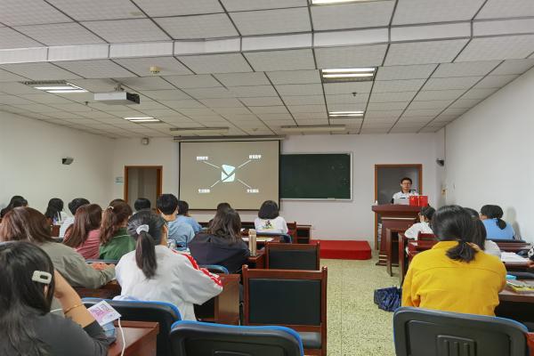 【筑梦起航】给精彩大学生活多一个选择――武汉理工大学马克思主义学院易班宣讲会